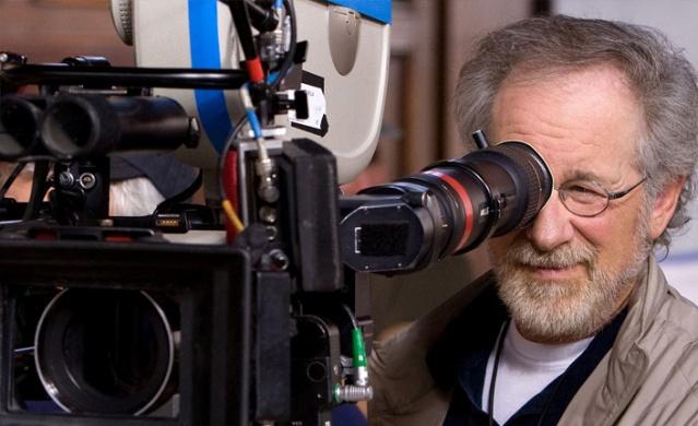 Film yaparken esas olan gişede başarı kazanmak. Eğer film gerçek bir hikayeye dayanıyorsa daha çok izleyici çekeceği kesin. Peki bu tarz filmler gerçeği  her zaman birebir yansıtır mı?