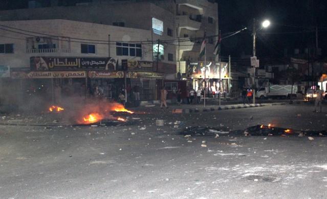 Ürdün'de hükümetin her türlü gösterilerin sonlandırılması için anlaşmaya varıldığına ilişkin yaptığı açıklamaya rağmen yüzlerce gösterici iki gün süren protestolarına, dozunu artırarak yeniden başladı.