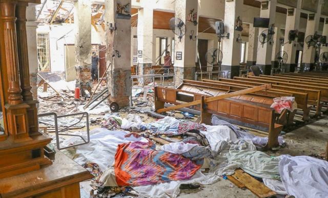 Yetkililer, patlamalarda 200'den fazla kişinin de yaralandığını açıkladı.