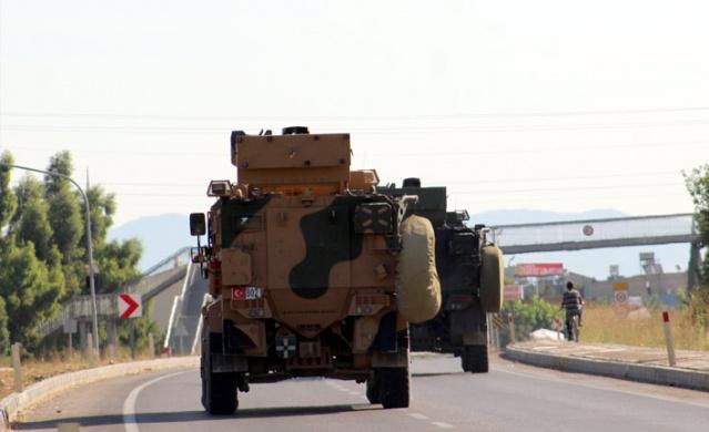 Türk Silahlı Kuvvetleri (TSK) tarafından Suriye sınırındaki askeri birliklere komando sevk edildi.