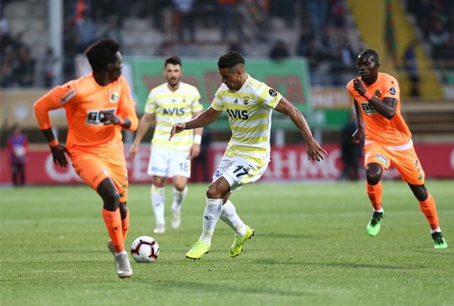 Aytemiz Alanyaspor ile Fenerbahçe, Spor Toto Süper Ligi'nin 29. haftasında karşı karşıya geldi. Alanyaspor, Fenerbahçe'yi 1-0 mağlup etti. Fenerbahçe, bu sezon deplasmandaki 8. mağlubiyetini yaşadı.