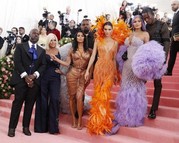 Kris Jenner, Kim Kardashian, Kanye West, Kendall Jenner, Kylie Jenner ve Travis Scott