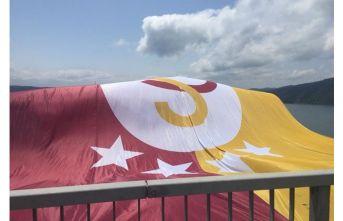 Şampiyon Galatasaray'ın bayrağı boğazda!