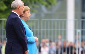 Merkel yine zor anlar yaşadı