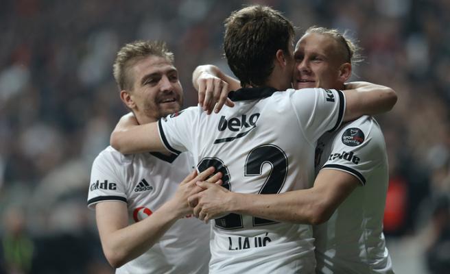 Beşiktaş güle oynaya!