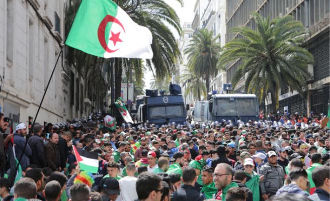 Cezayir'de protestolar neden bitmiyor?
