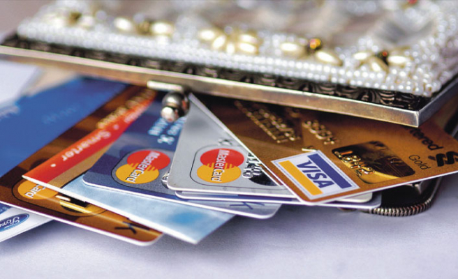 Bankalar kart aidatı almaya devam ediyor