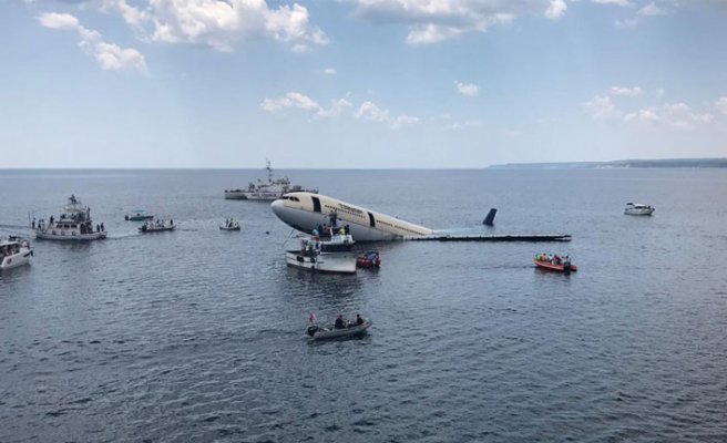 Dev yolcu uçağı Saros'ta batırılıyor!
