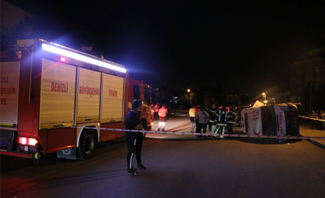 Feci kaza: Ambulans ile otomobil çarpıştı!