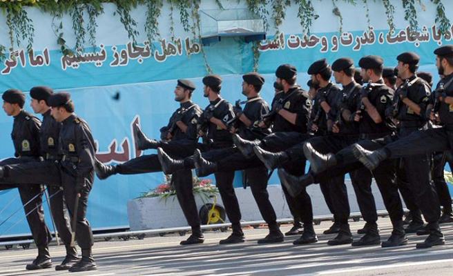 Devrim Muhafızlarına saldırı: 3 asker öldü