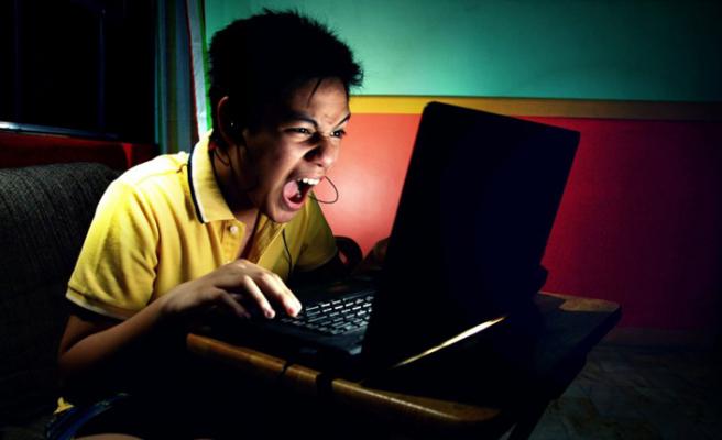 İnternette 'nefret içeriği'ne 24 saat ayarı!