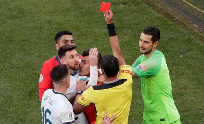 Messi ile Medel birbirine girdi!