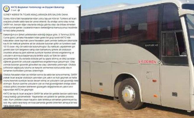 Türk plakalı otobüse ırkçı saldırı