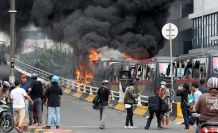 Endonezya'da sokaklar karıştı: 8 ölü