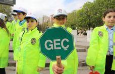 Çocuklardan Kızılay'da trafik denetimi