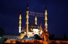 İslam Alemi Berat Kandili'ni kutluyor