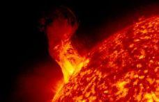 Dev Güneş patlaması Dünya'yı etkileyebilir