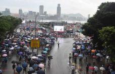 Hong Kong'da polise destek yürüyüşü