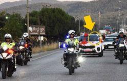 Düğünde polislerden konvoy!