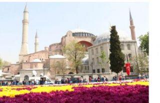 """Sultanahmet'te dünyanın en büyük """"lale..."""