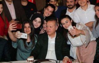 Cumhurbaşkanı Erdoğan Dolmabahçe'de gençlerle...