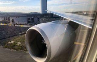 Enteresan kaza: Uçak direğe çarptı