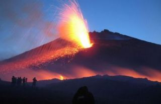 Etna Yanardağı yeniden harekete geçti