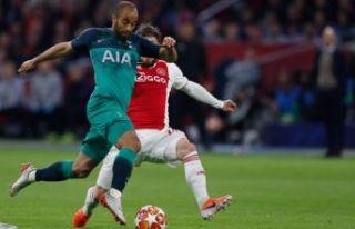 Hollanda'da unutulmaz maç! Ajax son saniyede...