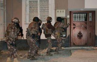 İzmir'de terör operasyonu: 12 gözaltı