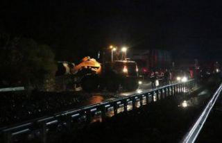 İzmir-Manisa ulaşımına heyelan engeli