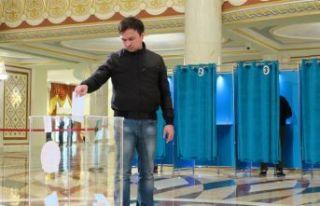Kazakistan'da tarihi seçim başladı