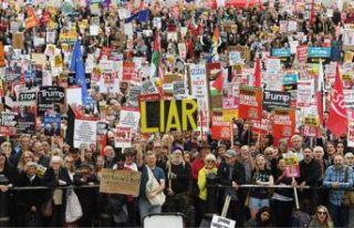 Londra'da Trump karşıtı gösteriler sürüyor