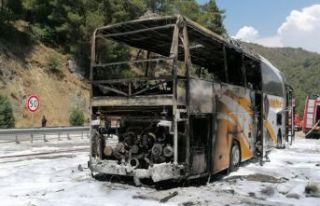 Seyir halindeki yolcu otobüsü yandı!