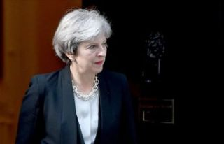 Theresa May resmen bıraktı