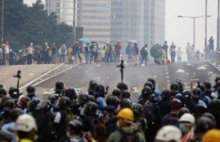 Hong Kong sokaklara döküldü