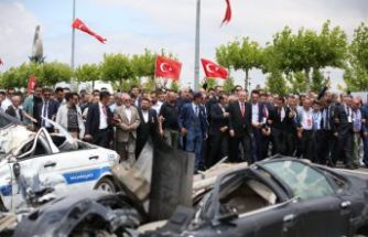 FETÖ'cü pilotların bombaladığı araçlar sergilendi