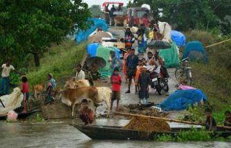 Hindistan'da selde ölenlerin sayısı 136'ya çıktı