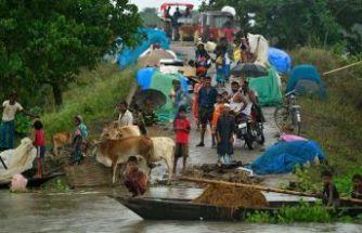 Hindistan sellerle boğuşuyor: 160 ölü