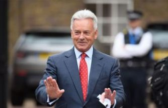 İngiltere'de Boris Johnson depremi! Kritik isim istifa etti