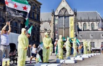 Hollanda'da Esad protestosu