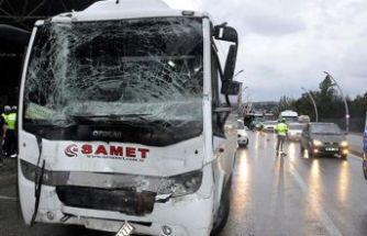 Polis otobüsü yolcu otobüsüne çarptı: 8 yaralı