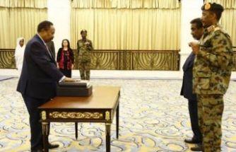 Sudan'da yeni dönem... Abdullah Hamadook yemin etti