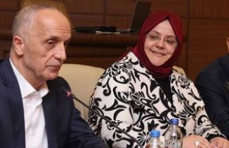 Türk-İş Başkanı mikrofonu açık unutunca...