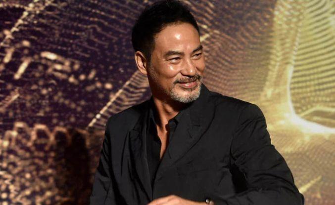 Oyuncu Simon Yam sahnede bıçaklandı