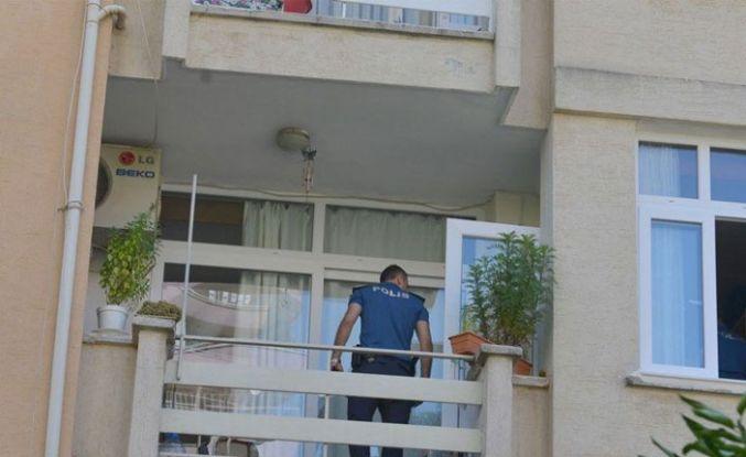 Oğlu menemeni beğenmedi, balkondan atladı!