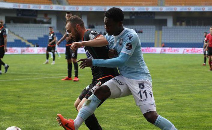 Başakşehir yeni sezonun ilk transferini duyurdu