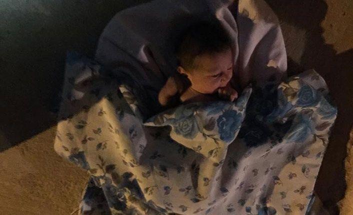 İnşaatta kız bebek bulundu