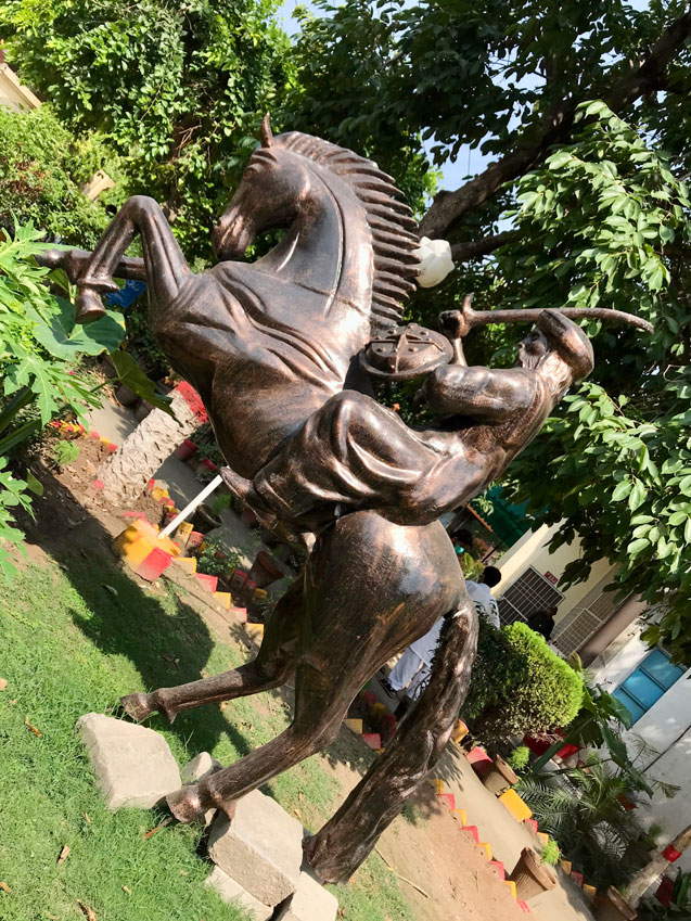 Pakistan Diriliş Ertuğrul heykeli Ertuğrul Gazi heykeli