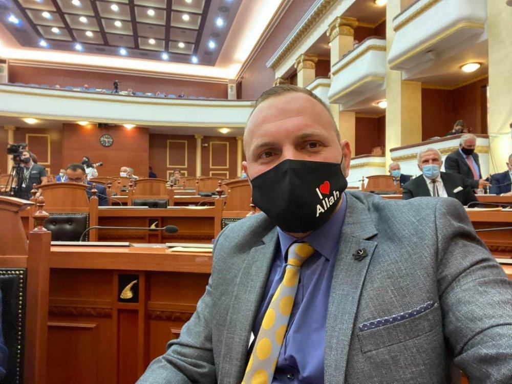 arnavutluk meclis milletvekili halit valteri I ove Allah maske