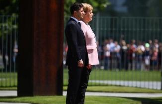 Angela Merkel'in zor anları